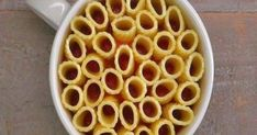 You can make these eye-catching mini rigatoni pasta pies in a coffee mug. Just rigatoni pasta, melted mozzarella cheese, marinara sauce, and fresh basil. Use GF pasta. Rigatoni Pasta Pie, Pasta Casserole, Pasta Bake, Rigatoni Recipes, Salsa Marinara, Marinara Sauce, Mug Recipes, Cooking Recipes, Cooking Pasta