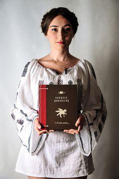 Simona Moon Romanian Girls, Random Stuff, Folk, Bomber Jacket, Blouse, Photography, Beautiful, Women, Fashion