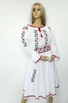 dress cotton with traditional embroidery , Worked on cotton or on canvas, handmade or machine embroidery, the order is executed to the size of the customer. Vintage Crafts, Buy And Sell, Tunic Tops, Costume, Antiques, Trending Outfits, Womens Fashion, Handmade, Stuff To Buy