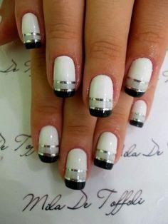 Uñas blancas adornadas con líneas grises, negras y plateadas - Uñas Pasión