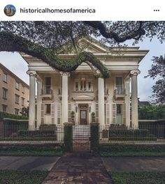 New Orleans Architecture, Gothic Revival Architecture, Historical Architecture, Art And Architecture, New Orleans Mansion, Plantation Homes, Travel Aesthetic, Historic Homes, Amazing