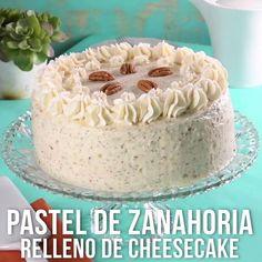Esta versión del pastel de zanahoria te encantará, ya que en un bocado podrás probar dos de los mejores pasteles el cheesecake y el pan de zanahoria. Simplemente una delicia.