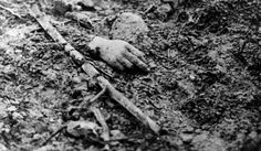 Picture taken during the first World War of a victim's hand on a battlefield in the north of France. The war cost the life of 1000 French soldiers and 1700 German soldiers. Get premium, high resolution news photos at Getty Images World War One, First World, Library Of Congress, Schlacht An Der Somme, Bataille De Verdun, Ww1 Soldiers, War Image, Total War, Interesting History