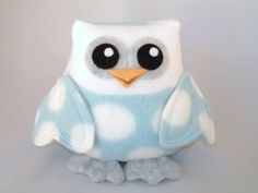 ✿ Plush Owl Toy Heart Wings in Blue Polka Dot by mamamayberrys, via Etsy. Owl Fabric, Fabric Toys, Felt Owls, Felt Birds, Softies, Plushies, Toys For Tots, Owl Always Love You, Happy Friends