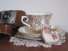 A step by step tutorial on how to create beautiful vintage tea cup candles ~ the perfect gift or wedding favour! By Jenna of Lucky Sixpence Events
