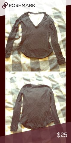 Artizia Low Cut Black Long Sleeve Top Shirt Small Artizia Low Cut Black Long Sleeve Top Shirt Small. In excellent preowned condition! This shirt is very soft and is a slightly thicker material. All tags removed. Aritzia Tops Tees - Long Sleeve