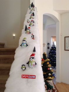 130 truly gorgeous indoor christmas decoration ideas page 39 Christmas Staircase Decor, Indoor Christmas Decorations, Easy Christmas Crafts, Christmas Tree Themes, Simple Christmas, Christmas Holidays, Christmas Room, Christmas Villages, Christmas Design