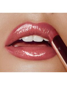 Discover Superstar Lips glossy lipstick in Pillow Talk for a gorgeous nude pink lip. Shop the collection of lipsticks and liners for fuller-looking lips. Pink Lipstick Makeup, Glossier Lipstick, Lipstick Shades, Lipstick Colors, Best Pink Lipstick, Lip Makeup, Berry Lipstick, Makeup Brushes, Wedding Lipstick