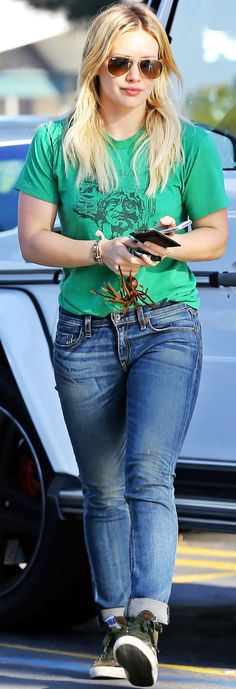 Hilary Duff | hair down and straight + casual t-shirt + boyfriend jeans + sneakers