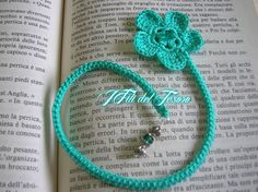 segnalibro - bookmark  Realizzati a mano e decorati con ciondoli e perline come dei gioielli  https://www.facebook.com/IFiliDelTesoro
