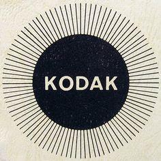 Lovely vintage logo mark for Kodak. Typography Logo, Graphic Design Typography, Graphic Design Illustration, Logo Branding, Graphic Art, Kodak Logo, Design Art, Logo Design, Design Patterns