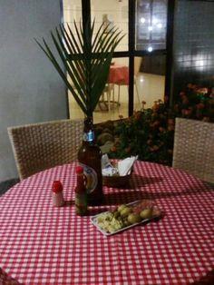 Festa // Tema: Boteco // Bar // Mesa de Convidados // Decoração // Garrafa de Cerveja // DIY