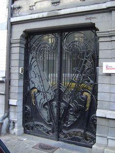 22, avenue Princesse Elisabeth, Schaerbeek (Bruxelles) ~ Door detail
