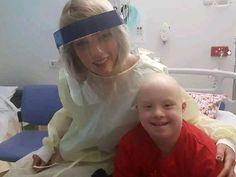 Taylor Swift makes dreams come true at Brisbane's Lady Cilento Children's Hospital Taylor Swift Fan Club, Red Taylor, Taylor Swift Pictures, Taylor Alison Swift, Brisbane, Dreams Come True, Mothers Friend, Taylor Swift Wallpaper, Sick Kids