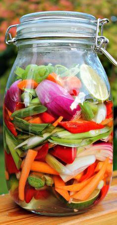De her grøntsager smager helt fantastisk godt til asiatiske Veggie Recipes, Great Recipes, Healthy Recipes, Waldorf Salat, Danish Food, Food Crush, Fruit And Veg, Soul Food, Kimchi