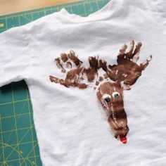 Holiday craft idea for kids! Put it on paper or add to a shirt with fabric paint.