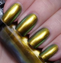 Lucy's Stash: Hits Trend beetlejuice duochrome polish from Mari Moon MODERN set!