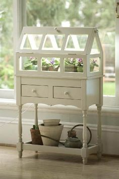 Nightstand turned into wardian case? - cutest greenhouse ever Indoor Greenhouse, Greenhouse Plans, Indoor Garden, Indoor Plants, Home And Garden, Homemade Greenhouse, Miniature Greenhouse, Wooden Greenhouses, Ideias Diy