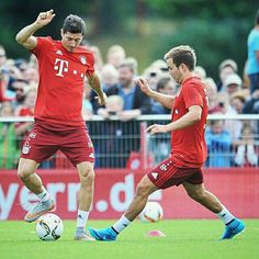 We train hard after returning from the tour. The last days of preparation and we arw starting 2015/2016 season. The first mission is the German Super Cup with VfL Wolfsburg! #Munich #hardwork #supercup #newseason #robertlewandowski #rl9 #rl9fans