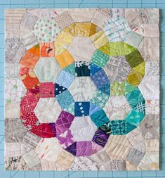 Sew Scatterbrained: EPP Ferris Wheel Mini Quilt Tutorial, love the rainbow of color and low volume background Circle Quilts, Hexagon Quilt, Quilt Blocks, Quilt Kits, Quilt Top, Small Quilts, Mini Quilts, Bright Quilts, Baby Quilts