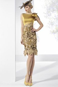 Elegant Gold Backless Lace Mother of the Bride Dress Gala Dresses, Lace Evening Dresses, Couture Dresses, Lace Dress, Fashion Dresses, Party Dresses, Evening Gowns, Beautiful Dresses, Nice Dresses