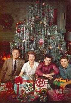 Joyeux Noël des Nelson Merry Christmas from the+ Christmas Tv Shows, Old Time Christmas, 1950s Christmas, Old Fashioned Christmas, Christmas Scenes, Noel Christmas, Christmas Movies, Winter Christmas, Xmas
