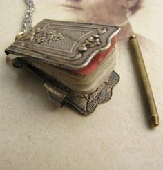 Victorian pad necklace~like in the movie The Piano.