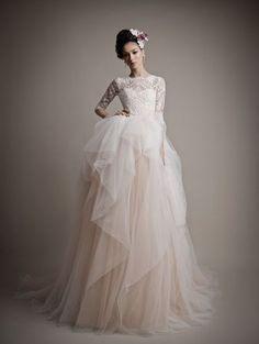 Los 70 vestidos de novia con escote ilusión más románticos de la temporada Image: 7