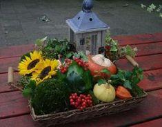 Bekijk de foto van marjolein131 met als titel rieten mand met herfst materiaal ... gedeeld door marjolein 131 en andere inspirerende plaatjes op Welke.nl.