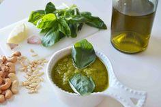 Salsa Pesto para pasta receta original de Italia, casera y fácil.