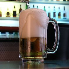 Fã do Harry Potter? Que tal experimentar a famosa cerveja amanteigada dos filmes e livros?! http://www.receitas-sem-fronteiras.com/receita-67010-cerveja-amanteigada.htm