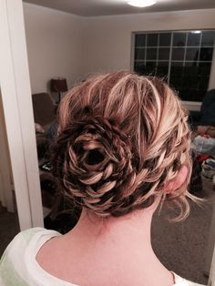 Braided rose bun gorgeous easy wedding updo, or great for formal dances, prom, etc. #TB