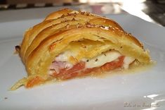 Zucchini puff pastry with curry, ham & Lolo mozzarella and its Tambouille , Brunch Dessert Recipe, Brunch Recipes, Dessert Recipes, Empanadas, Easy Brunch Menu, Easter Side Dishes, Easter Snacks, Easter Desserts, Tomate Mozzarella
