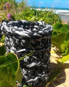 Ótimo dia de praia por aqui! Rendeu até um cestinho . . . #crochet #ganchillo #cestodecroche #croche #crochetbasket #cachepot #fiodemalha #trapillo #tshirtyarn #zpagetti #design #instacrochet #crochetaddict #crochetbeach #praia #beach #sustentabilidade by cha.das2