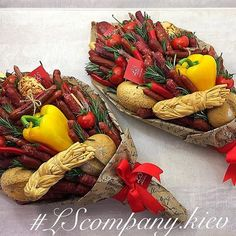г. Киев, Оригинальные букеты (@lscompany.kiev) | Instagram photos and videos Fruit Gifts, Food Gifts, Food Bouquet, Vegetable Design, Edible Bouquets, Alternative Bouquet, Fathers Day Crafts, Arte Floral, Cute Food