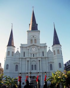 #NewOrleans #NuevaOrleans #NouvelleOrleans #cathedral #catedral #StLouisCathedral #StLouisCathedralNewOrleans #Louisiana #NOLA #jacksonsquare #frenchquarter #followyournola #church #churchesoftheworld #catholicchurch by fafefifoto