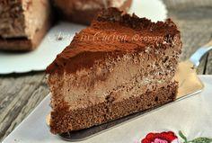 Torta africana con mousse alla nutella - INGREDIENTI:  30 gr di cacao amaro 200 gr di fecola 160 gr di zucchero 4 uova Per la farcitura 250 gr di panna 100 gr di cioccolato fondente al 75% 3 cucchiai di nutella