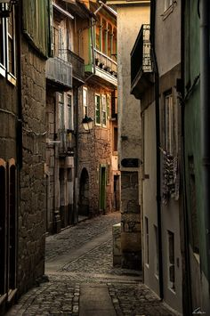 Chaves, in the northren #Portugal narrow old streets - back in time in a beatiful town