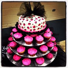Like this display with the tulle strips between each cupcake