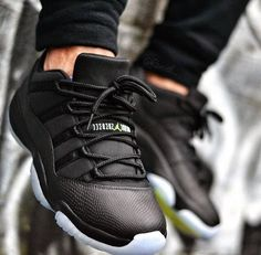 Custom Air Jordan 11 Low ´Black Out Snakeskin'