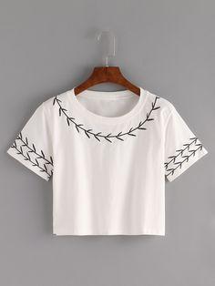 Camiseta Crop con bordado -blanco-Spanish SheIn(Sheinside)                                                                                                                                                                                 Más