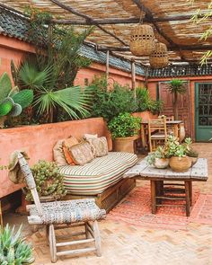 Tuscan design ideas - furniture and kitchen design elements Outdoor Lounge, Outdoor Spaces, Outdoor Living, Outdoor Decor, Bohemian Patio, Bohemian Decor, Bohemian Design, Bohemian Style, Interior Exterior
