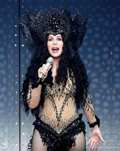 Britney Spears, Real Women, Amazing Women, Cher Concert, Cher Costume, Divas, Cher Photos, I Got You Babe, Musica