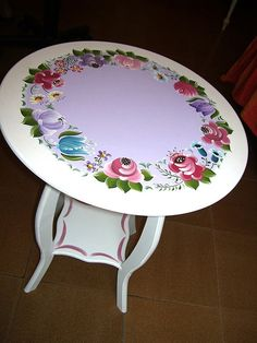 CIndy M-you could go this mesa Cute Furniture, Hand Painted Furniture, Paint Furniture, Furniture Makeover, Pintura Country, Tole Painting Patterns, Popular Art, Stained Glass Patterns, Paint Designs