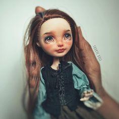 Cinderella in my palm~ ❤#monsterhigh#repaint#dollrepaint #ooak#faceup #everafterhigh #ooakdoll #monsterhighrepaint #artdoll #everafterhigh #mh #eah #reroot #dollstagram #dollphotography #dollart #artdoll