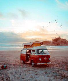 traveling around with the motorhome and every evening the sunset on the … rondreizen met een camper en iedere avond genieten van een zonsondergang op het strand. Camping Am See, Vw Camping, Outdoor Camping, Beach Aesthetic, Travel Aesthetic, Wolkswagen Van, Combi Ww, Vw Beach, Beach Camper