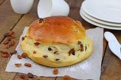 Perfektes Rezept für ein süßes Frühstück! Leckere Rosinenbrötchen mit einem luftig-lockeren Teig.
