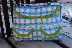 Frou Frou Bag - Free Pattern by Sew Sweetness... I would use different fabric but its a cute pattern!