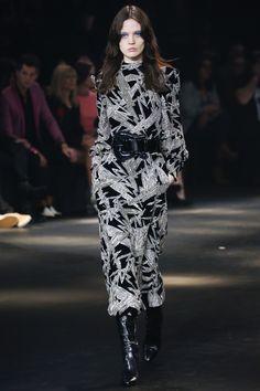 Saint Laurent Pre-Fall 2016 Fashion Show Collection: See the complete Saint Laurent Pre-Fall 2016 collection. Look 89 Fall Fashion 2016, Fashion Week, Look Fashion, Autumn Winter Fashion, Runway Fashion, High Fashion, Fashion Show, Womens Fashion, Fashion Design