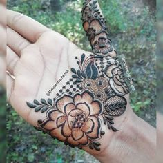 Image may contain: 1 person, outdoor Khafif Mehndi Design, Modern Mehndi Designs, Mehndi Design Pictures, Wedding Mehndi Designs, Latest Mehndi Designs, Mehndi Designs For Hands, Pretty Henna Designs, Floral Henna Designs, Mehndi Designs For Beginners